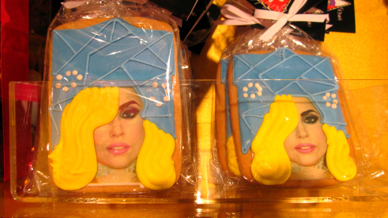 018 11 Lady Gagas Workshop at Barneys!!!